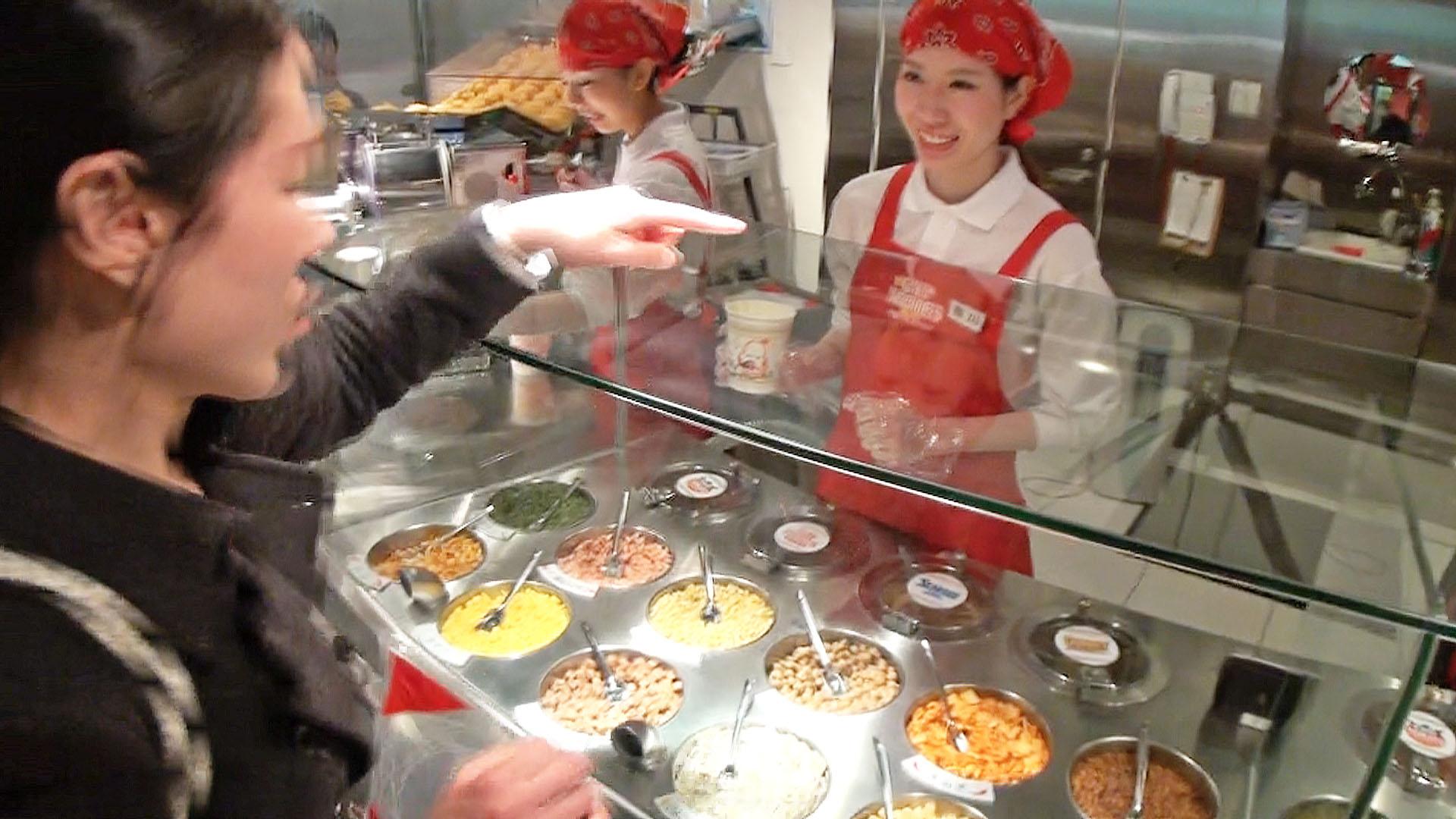 カップヌードルの発祥地は大阪にあった!ミュージアムでマイカップヌードルを手作り体験